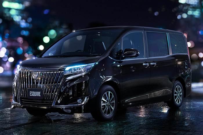 """エスクァイア特別仕様車 Gi""""Premium Package・Black-Tailored"""""""